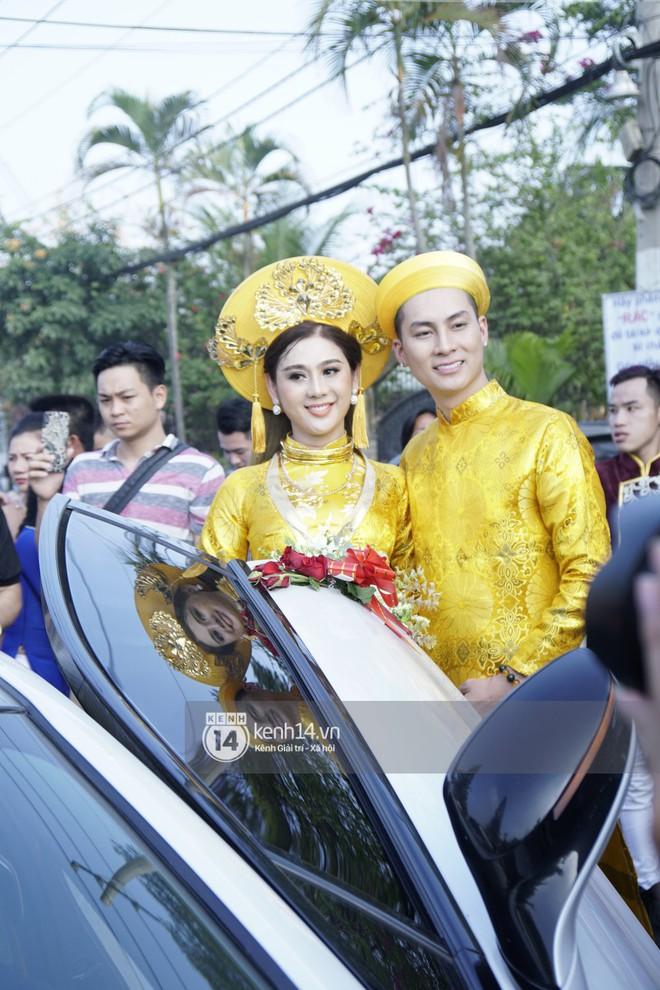 Lâm Khánh Chi diện áo dài vàng nổi bật, hạnh phúc trong ngày lên xe hoa với chú rể kém 8 tuổi - Ảnh 5.