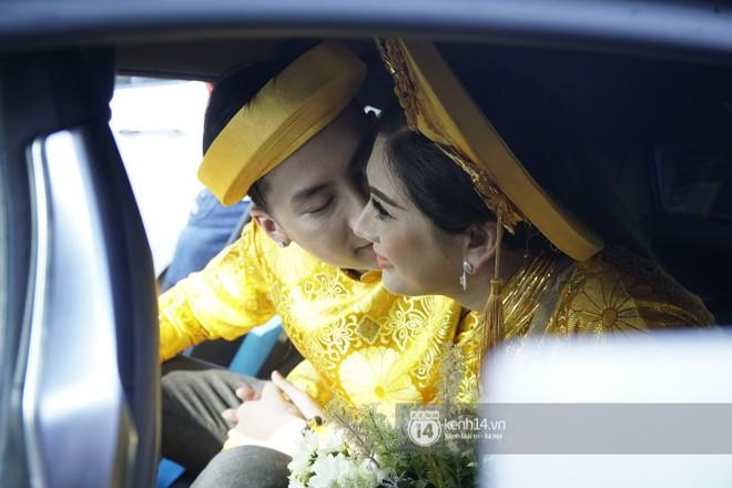 Lâm Khánh Chi diện áo dài vàng nổi bật, hạnh phúc trong ngày lên xe hoa với chú rể kém 8 tuổi - Ảnh 7.