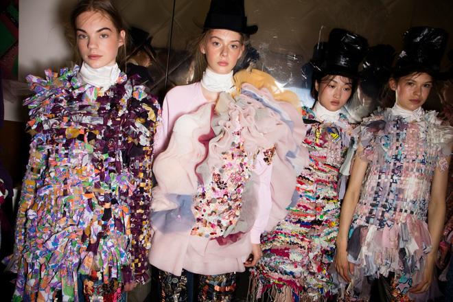 Búp bê đầu khổng lồ trên sàn diễn Haute Couture: Vừa dễ thương lại vừa dễ... sợ - Ảnh 15.