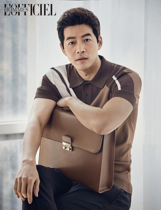 """Năm 2018 của Lee Sung Kyung: """"Cặp kè"""" các đàn anh hơn mình 9 tuổi, 20 tuổi! - Ảnh 1."""