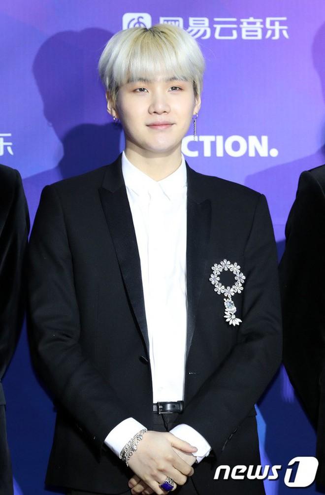 Thảm đỏ Seoul Music Awards: Kim So Hyun đẹp đến mức khó tin, Joy quá sexy bên dàn trai xinh gái đẹp quyền lực Kbiz - Ảnh 26.
