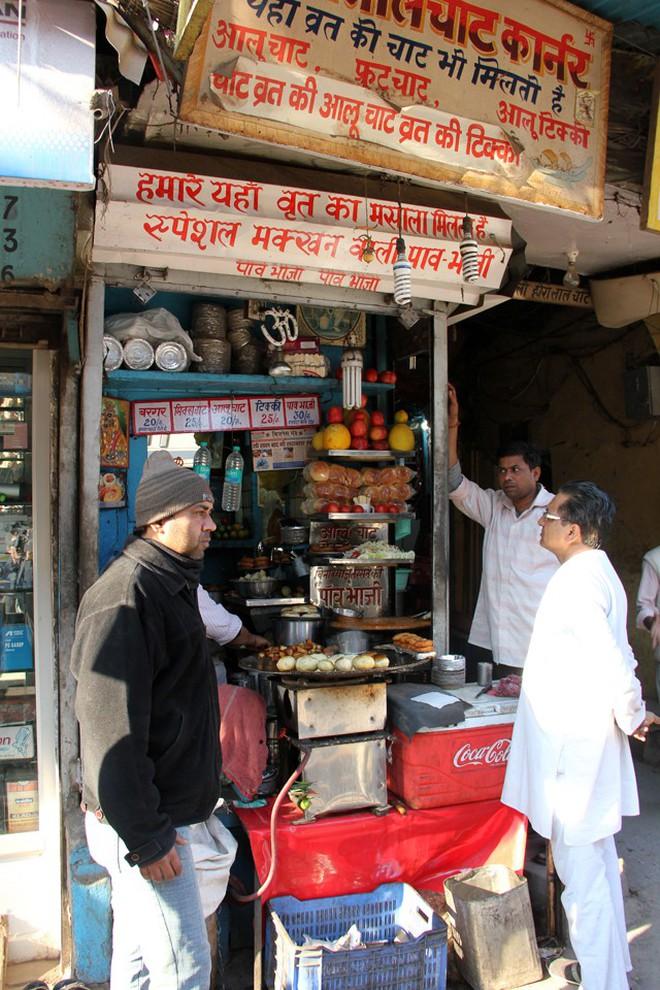Món ăn độc đáo Kulle Chaat ở Delhi (Ấn Độ) khiến ai cũng tròn xoe mắt vì ngạc nhiên - Ảnh 1.