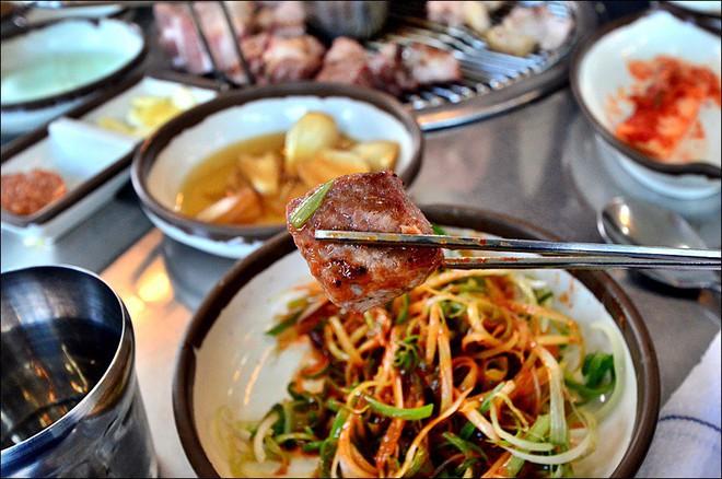 Đến đảo Jeju Hàn Quốc thì nhất định phải ghé hàng thịt nướng nức tiếng này - Ảnh 5.