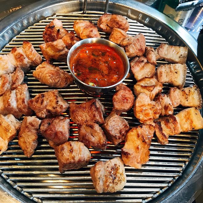 Đến đảo Jeju Hàn Quốc thì nhất định phải ghé hàng thịt nướng nức tiếng này - Ảnh 6.