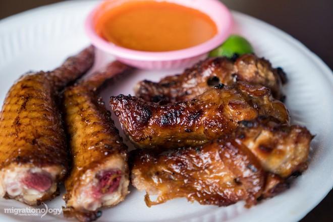 Dạo quanh trung tâm ẩm thực Chomp Chomp (Singapore) bảo đảm món nào nhìn cũng mê - Ảnh 1.
