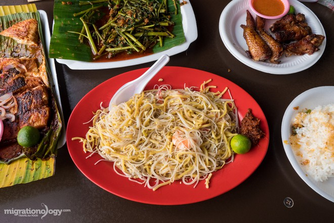 Dạo quanh trung tâm ẩm thực Chomp Chomp (Singapore) bảo đảm món nào nhìn cũng mê - Ảnh 3.