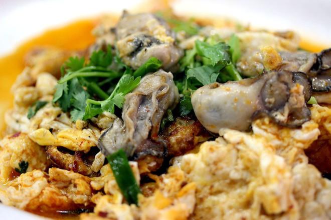 Dạo quanh trung tâm ẩm thực Chomp Chomp (Singapore) bảo đảm món nào nhìn cũng mê - Ảnh 9.