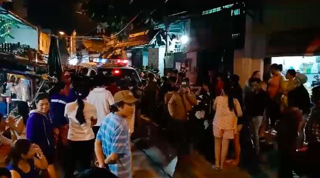 Chồng phát hiện vợ tử vong với vết cứa ở cổ trong phòng trọ ở Sài Gòn - Ảnh 1.