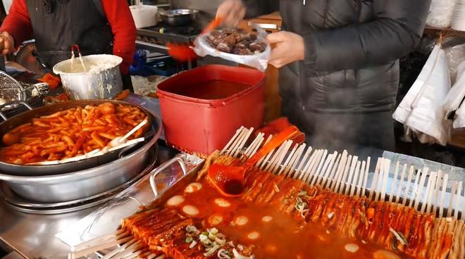 Đột nhập quầy ẩm thực đường phố ở Jecheon (Hàn Quốc) khiến thực khách ăn quên cả lối về - Ảnh 1.