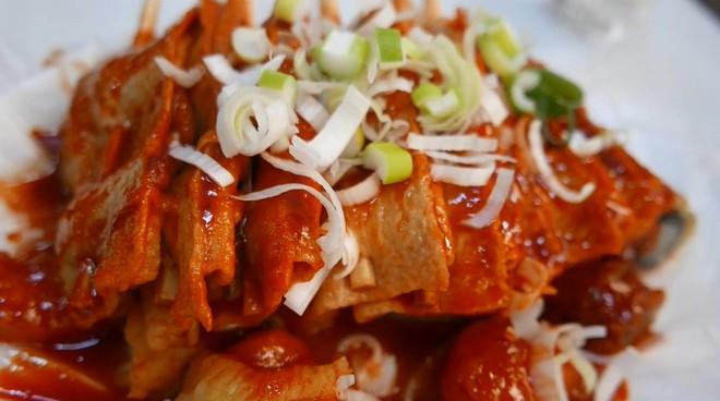 Đột nhập quầy ẩm thực đường phố ở Jecheon (Hàn Quốc) khiến thực khách ăn quên cả lối về - Ảnh 2.