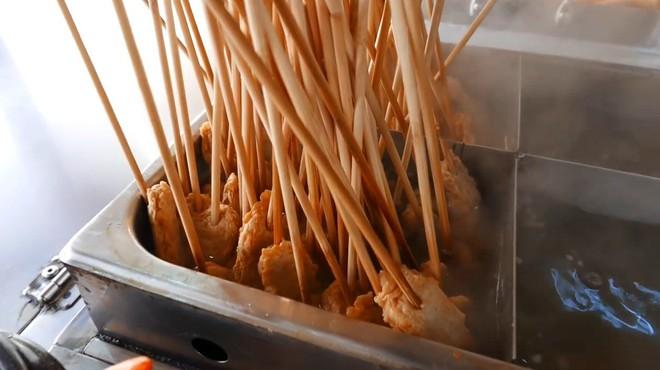 Đột nhập quầy ẩm thực đường phố ở Jecheon (Hàn Quốc) khiến thực khách ăn quên cả lối về - Ảnh 3.