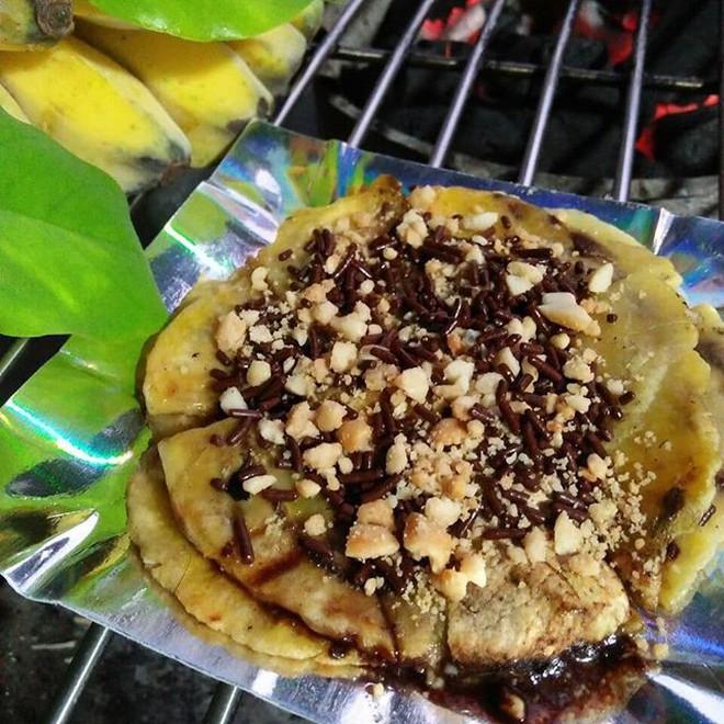 Chuối nướng ở Việt Nam sẽ phải dè chừng với phiên bản vô cùng hấp dẫn này ở đất nước Indonesia 4