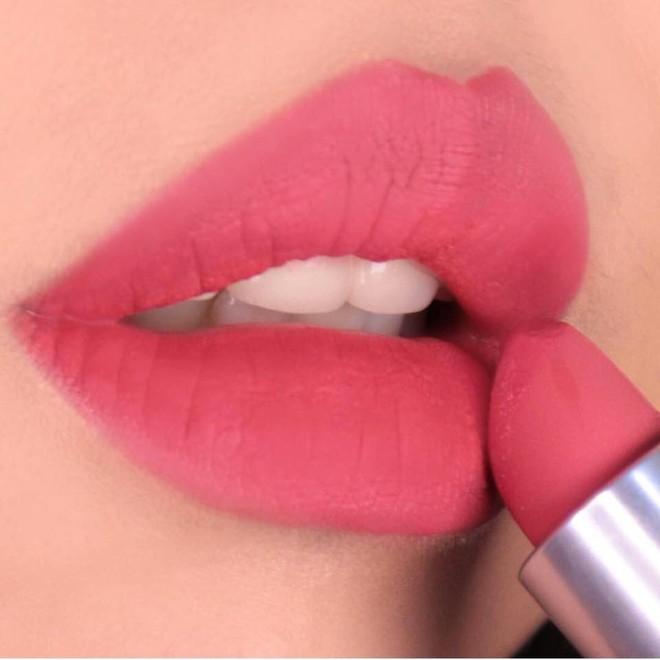 """Review son lì MAC Powder Kiss """"hot hit"""" mới toanh: cận cảnh chất son và những gam màu đẹp nhất, hợp con gái châu Á nhất 16"""
