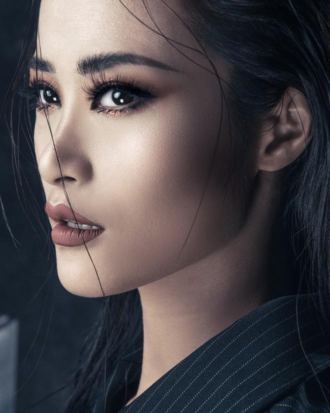 Đông Nhi tung thông điệp ẩn ý, fan đồng loạt thay avatar và cover facebook cổ vũ thần tượng trở lại 5