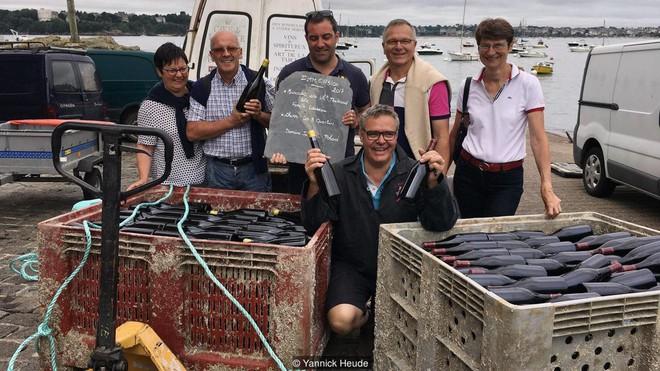 Ghé thăm thị trấn kỳ lạ nhất nước Pháp: Rượu vang chất đầy dưới đáy biển 1b-15391475443191147760854