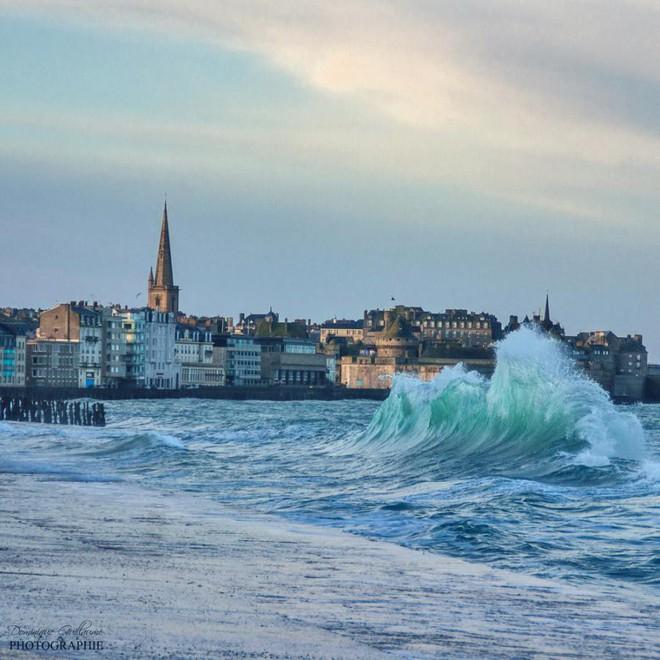 Ghé thăm thị trấn kỳ lạ nhất nước Pháp: Rượu vang chất đầy dưới đáy biển 2a-1539147544325674061083