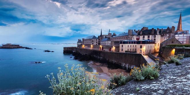 Ghé thăm thị trấn kỳ lạ nhất nước Pháp: Rượu vang chất đầy dưới đáy biển 2b-1539147544327213687266