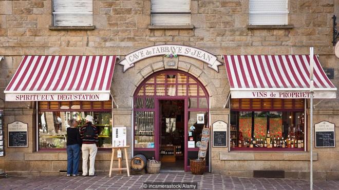 Ghé thăm thị trấn kỳ lạ nhất nước Pháp: Rượu vang chất đầy dưới đáy biển - Ảnh 4.