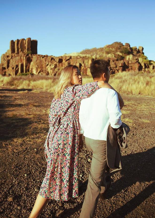 Kỷ niệm 1 năm yêu nhau, chàng du học sinh chở bạn gái đi chụp bộ ảnh đẹp như phim và bất ngờ cầu hôn - Ảnh 2.
