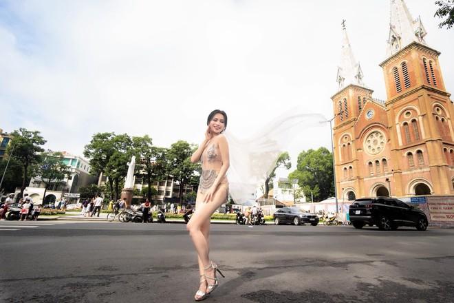 Sĩ Thanh chụp ảnh cưới sexy ở trung tâm thành phố bị chỉ trích - Ảnh 2.
