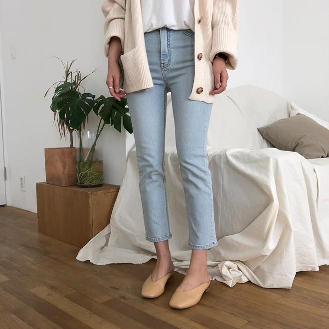 Giày khuyết gót - item dù mang đế bệt cũng kéo dài chân cực khéo, lại nữ tính và trang nhã vô cùng - Ảnh 3.