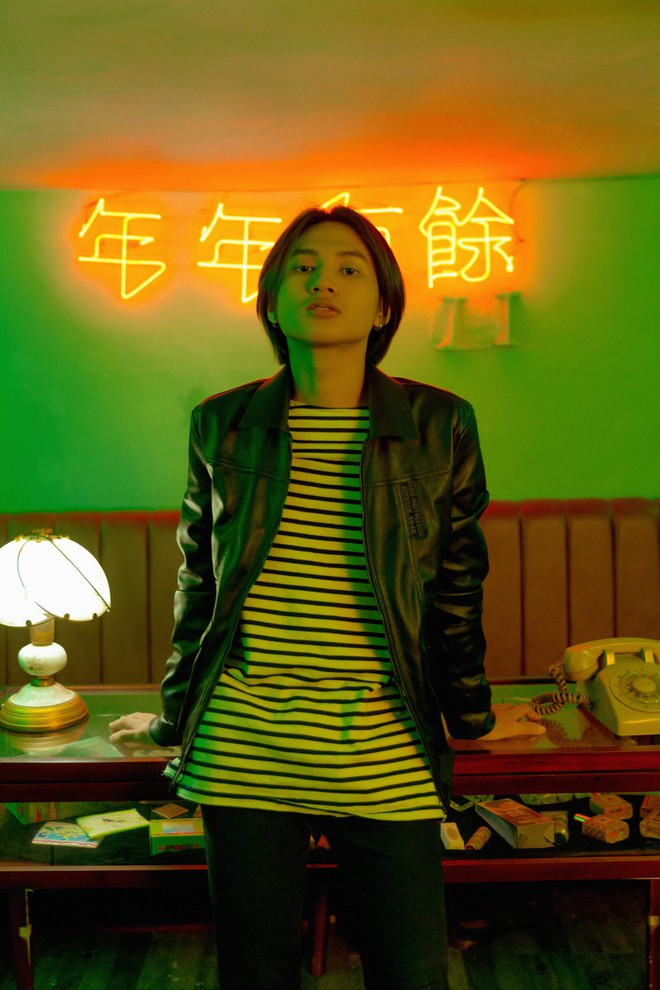 """Hiện tượng """"HongKong1"""" ra mắt MV chính thức, nguyên bản """"bàn nhậu"""" được tái hiện - Ảnh 2."""