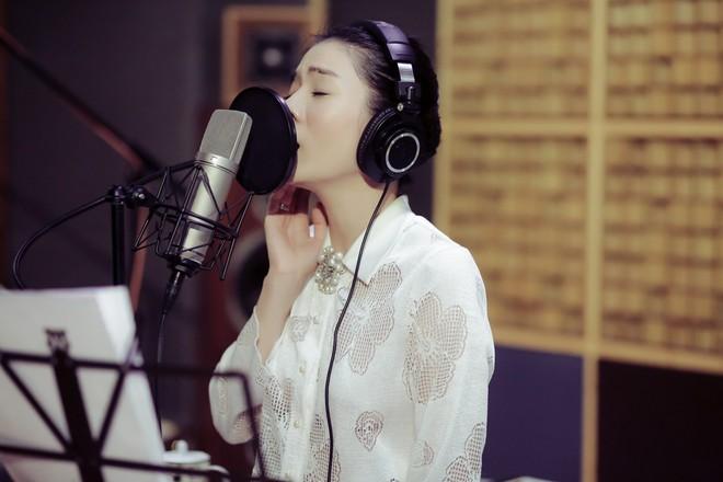 Chiều fan hết cỡ, Lệ Quyên ra mắt một lúc 2 album lớn với 2 dòng nhạc khác nhau - Ảnh 1.