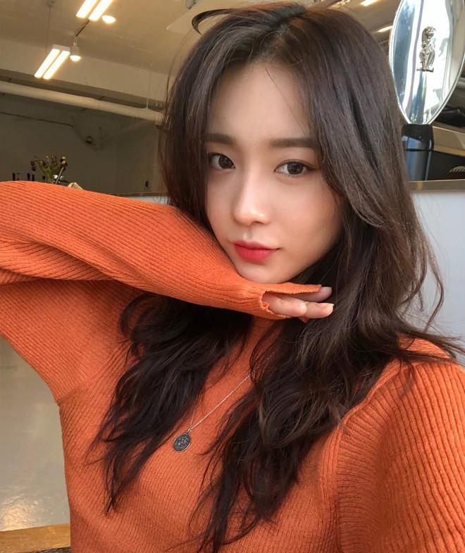 Áo len 2018: Mẫu áo len màu mè Hàn Quốc không mặc hết có thể quàng vai - ảnh 1