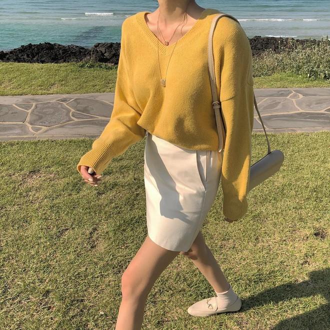 Áo len 2018: Mẫu áo len màu mè Hàn Quốc không mặc hết có thể quàng vai - ảnh 2