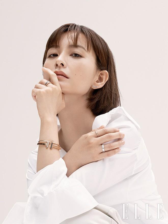 """Nam thần """"Train to Busan"""" - Gong Yoo chính thức tái xuất, nên duyên màn ảnh lần 3 với bạn diễn mỹ nhân - Ảnh 1."""