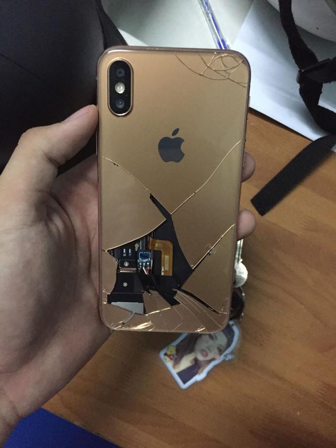 Diễn lại Hậu Duệ Mặt Trời, học sinh Sài Gòn làm vỡ iPhone X - ảnh 1