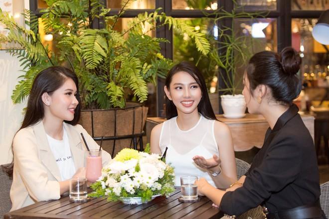 Trước ngày lên đường thi Miss international, Thùy Tiên vui vẻ hội ngộ
