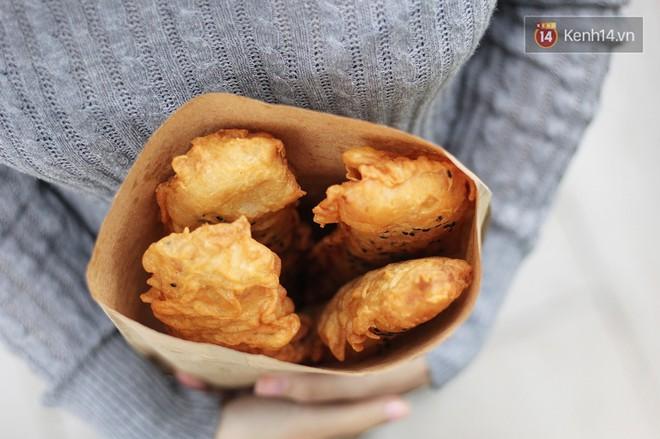 Chờ gần 1 tiếng mới mua được 2 chiếc bánh, hàng bánh chuối này ở Hà Nội có gì mà lại hot vậy? - Ảnh 6.