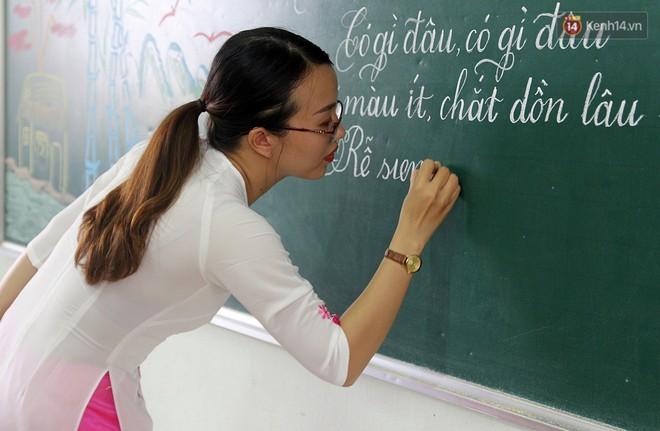 Gặp 18 cô giáo Quảng Trị viết chữ đẹp như vẽ tranh vừa gây sốt MXH: Học sinh trong trường chữ cũng siêu đẹp - Ảnh 10.