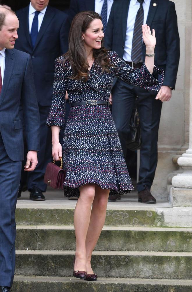 Tinh tế như Công nương Kate: chọn quần tất cũng là nghệ thuật, vừa tự nhiên khó phát hiện lại vừa không lo tuột giày 2