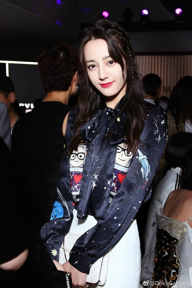 Địch Lệ Nhiệt Ba và Ming Xi: một bên mỹ nhân không góc chết, một bên người mẫu Victoria's Secret nhưng đều khô quắt héo hon trên sàn catwalk 1