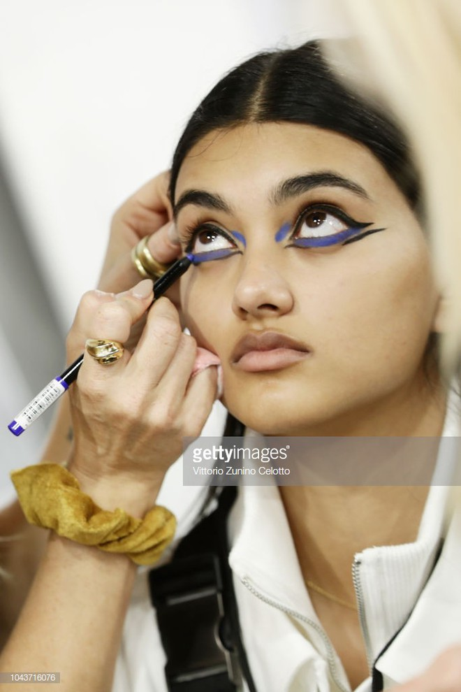 Từ show diễn Le Défilé tại PFW, bạn sẽ thấy có ít nhất 3 xu hướng makeup sẽ bùng nổ mạnh mẽ trong thời gian tới 4