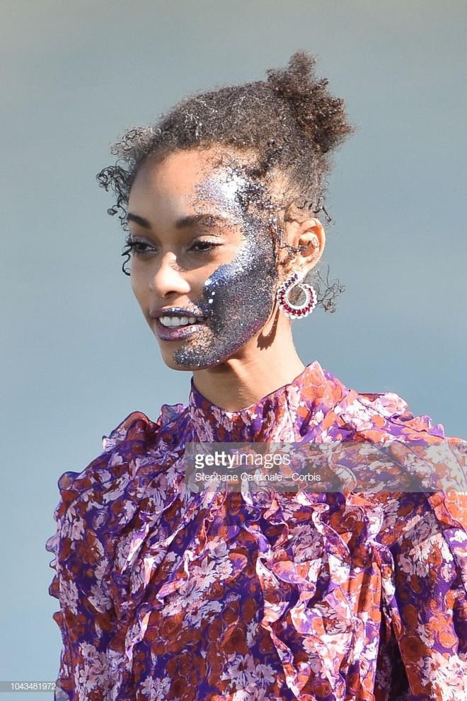 Từ show diễn Le Défilé tại PFW, bạn sẽ thấy có ít nhất 3 xu hướng makeup sẽ bùng nổ mạnh mẽ trong thời gian tới 10
