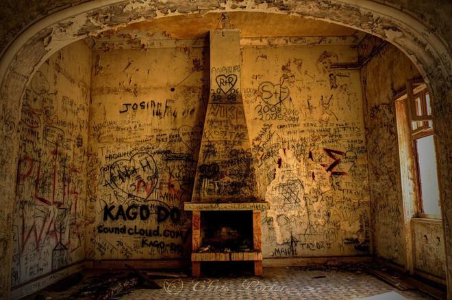 """""""Biệt phủ ma"""" giữa lòng nước Ý: Từ công trình hoành tráng bậc nhất đến địa điểm bỏ hoang sau án mạng khủng khiếp của gia chủ hoàng tộc - ảnh 9"""