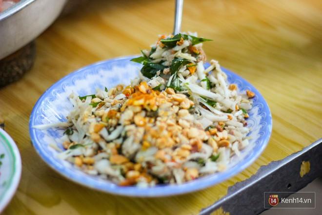 """Những món ăn vặt miền Trung """"hiếm có khó tìm"""" nhất định không thể bỏ lỡ khi đến chợ Bà Hoa - Ảnh 3."""