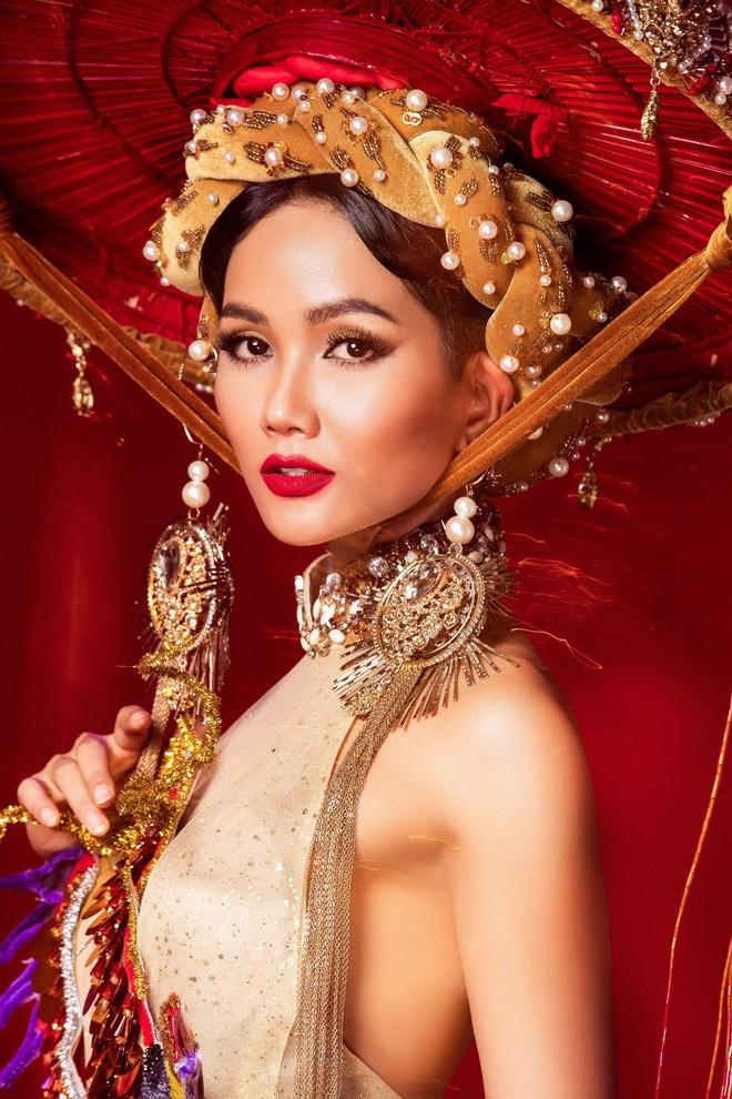 Chiêm ngưỡng 6 bộ quốc phục độc đáo khiến HHen Niê phân vân chọn lựa để mang đi chinh chiến Miss Universe 2018 - Ảnh 1.