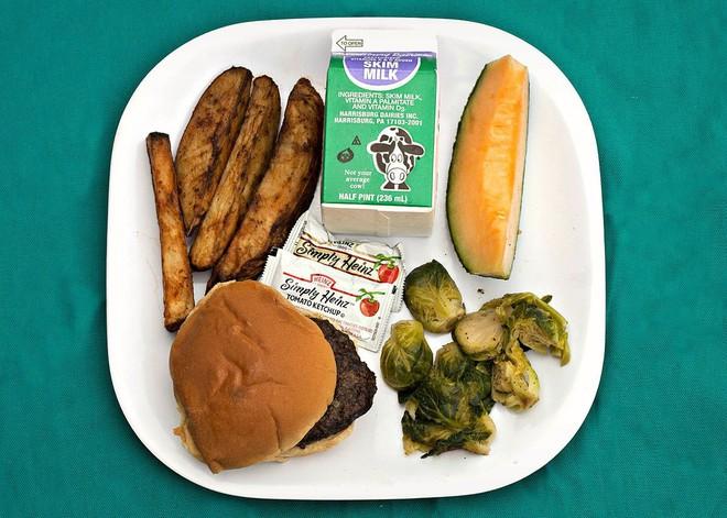 Vào mà xem bữa trưa công sở nước nhà người ta - Ảnh 3.