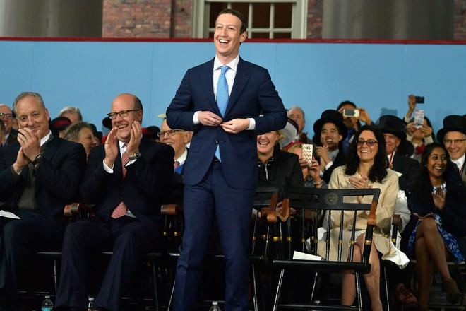Bill Gates, Mark Zuckerberg đã bỏ học và trở thành tỷ phú, nhưng chuyên gia khuyên bạn nên tiếp tục ở trường để nhận một tấm bằng - Ảnh 1.