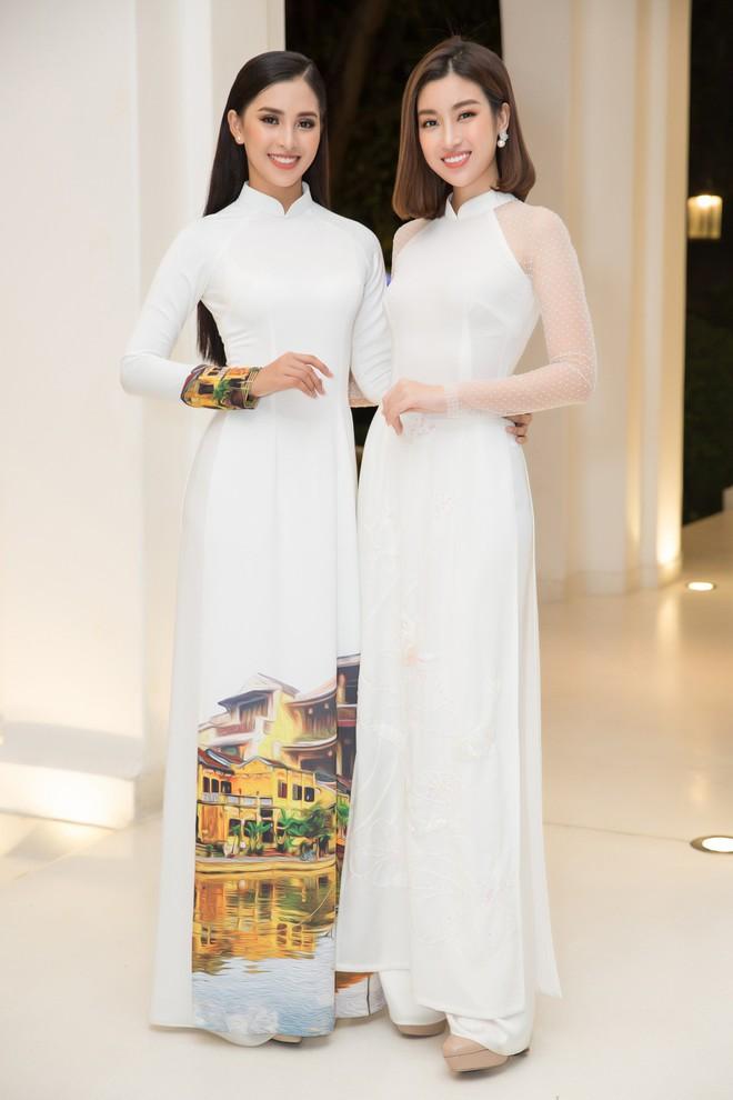Bộ đôi Hoa hậu Tiểu Vy - Mỹ Linh lần đầu đọ sắc một chín một mười tại sự kiện - Ảnh 4.