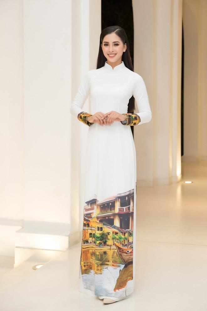 Bộ đôi Hoa hậu Tiểu Vy - Mỹ Linh lần đầu đọ sắc một chín một mười tại sự kiện - Ảnh 1.