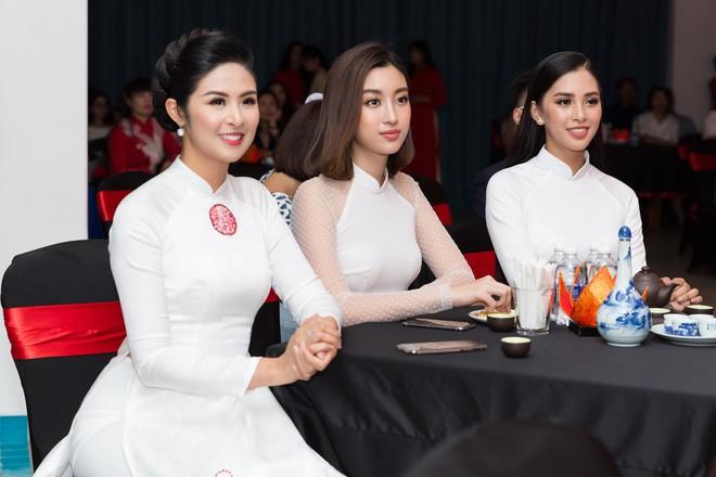 Bộ đôi Hoa hậu Tiểu Vy - Mỹ Linh lần đầu đọ sắc một chín một mười tại sự kiện - Ảnh 6.