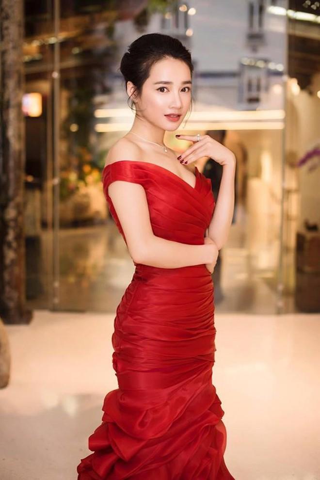 Nhã Phương mặc gì cũng đẹp nhưng hoàn hảo nhất khi mặc chiếc váy này - ảnh 1