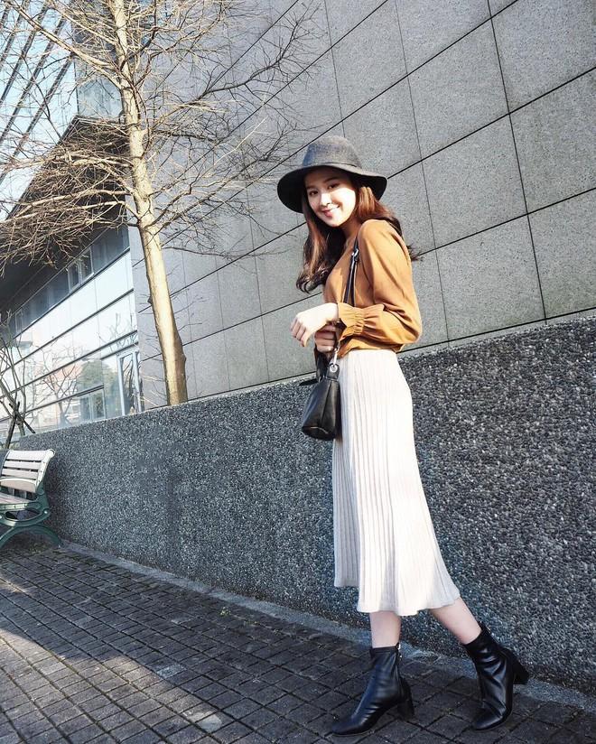Váy/chân váy mix cùng boots: Công thức mùa lạnh năm nào cũng hot nhưng mặc thế nào để vừa đẹp lại tôn dáng? - Ảnh 2.