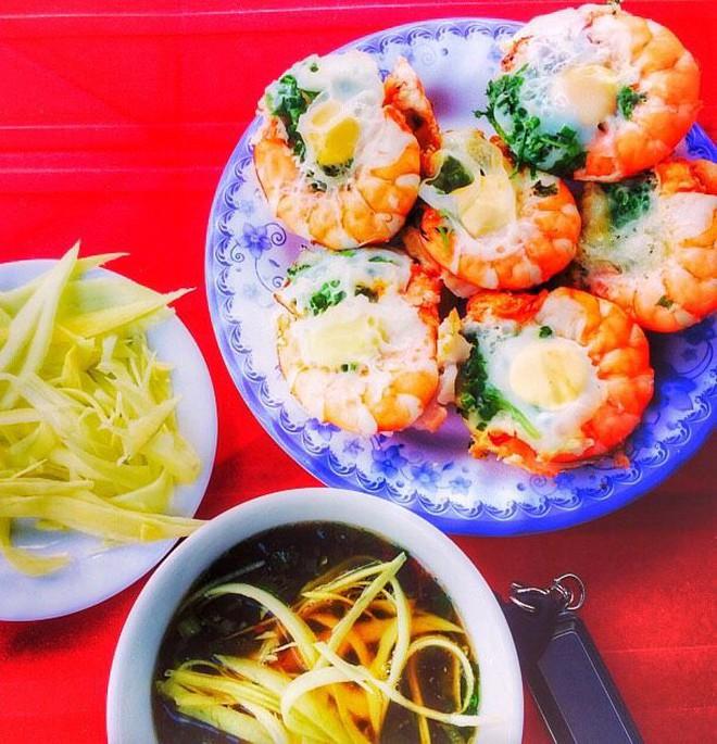 Kìm lòng không nổi với hàng loạt món ngon từ tôm ở Sài Gòn - Ảnh 1.