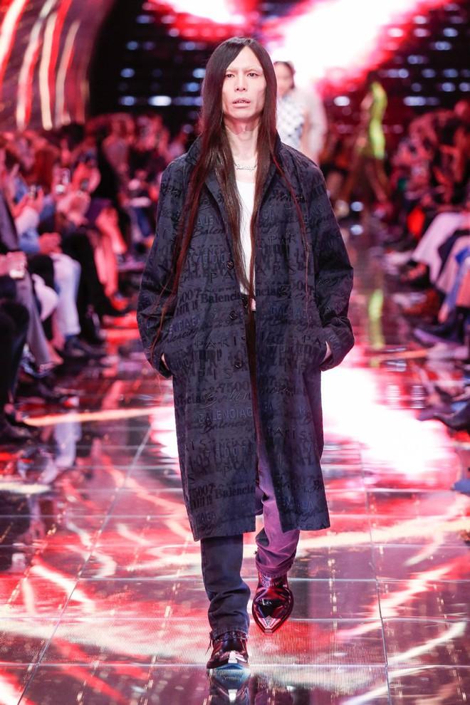 Thanh niên Nhật đổi đời nhờ nhan sắc lạ: Tháng trước sải bước vỉa hè, tháng sau lên hẳn sàn diễn thời trang Paris - Ảnh 5.